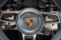 Porsche 911 Carrera 4 sportwagenstuurwiel Royalty-vrije Stock Foto's