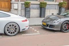 Porsche 911 Carrera y Carrera 4 GTS en Amsterdam el 2018 holandés fotos de archivo libres de regalías