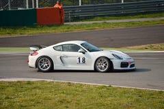 Porsche Cayman GT4 på Monza Royaltyfri Bild