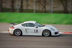 Porsche Cayman GT4 på Monza Arkivfoton