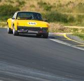 Porsche 914 en pista Imagen de archivo libre de regalías