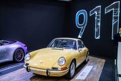 Porsche 911 F glansig och skinande gammal klassisk retro bil f?r 1968 arkivfoto
