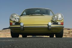 porsche 911 främre sikt 1967 royaltyfria foton