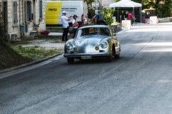 PORSCHE 356 A 1500 GS CARRERA 1956 på en gammal tävlings- bil samlar in Mille Miglia 2017 Royaltyfri Fotografi