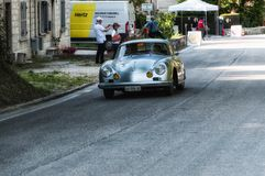 PORSCHE 356 A 1500 GS CARRERA 1956 på en gammal tävlings- bil samlar in Mille Miglia 2017 Arkivfoton