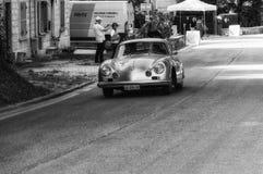 PORSCHE 356 A 1500 GS CARRERA 1956 på en gammal tävlings- bil samlar in Mille Miglia 2017 Arkivfoto