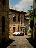 Porsche 911 GT3 RS i Castell ` Arquato Arkivfoton