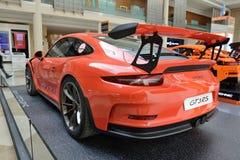 Porsche 911 GT sportscar och Lego-gjorda Porsche GT 3RS för 3RS är på Dubai den motoriska showen 2017 Arkivfoto