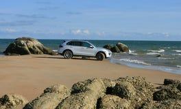 Porsche kajennpeppar på stranden Arkivbilder