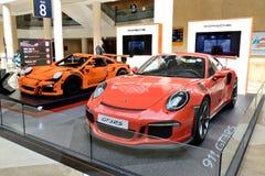Porsche Lego-fait GT 3RS et Porsche 911 GT 3RS sportscar est sur le Salon de l'Automobile de Dubaï 2017 Photos libres de droits