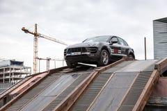 Porsche Macan aux parcours tous terrains Photographie stock libre de droits