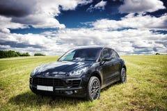 Porsche Macan parkeras fotografering för bildbyråer