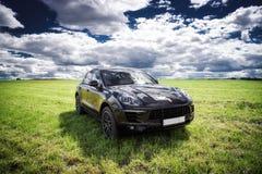 Porsche Macan parkeras royaltyfria foton