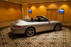 Porsche na pokazie w hotelu obrazy stock