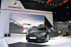 Porsche Panamera 4S i Bangkok den internationella Thailand motoriska showen Arkivfoton