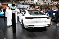 Porsche Panamera Turbo S hybrydu samochód jest na Dubaj Motorowym przedstawieniu 2017 Obraz Stock