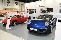 Porsche paviljong på den Abu Dhabi International Hunting och ryttareutställningen (ADIHEX) Arkivfoto
