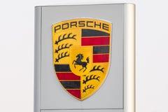 Porsche przedstawicielstwa handlowego logo Rosja Petersburg 20 2018 Luty Zdjęcie Stock