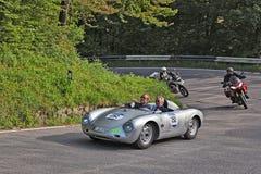 Porsche 550 RS Spyder (1957) i det historiska loppet Mille Miglia 201 Fotografering för Bildbyråer