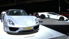 Porsche 918 Spyder e Lamborghini Aventador video d archivio