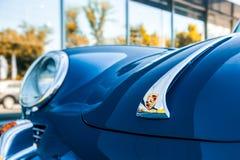 Porsche 356 su una via a Novosibirsk immagini stock