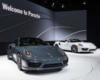 2017 Porsche 911 Turbo e Turbo S Immagine Stock