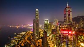 Porslin för schackningsperiod för tid för panorama 4k för fjärd för trafik för tak för solnedgångHong Kong victoria hamn arkivfilmer