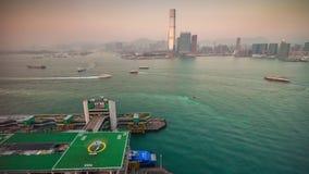 Porslin för schackningsperiod för tid för panorama 4k för parkering för trafik för helikopter för solnedgångHong Kong fjärd lager videofilmer