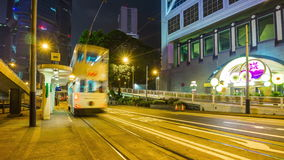 Porslin för schackningsperiod för tid för panorama 4k för station för trafik för spårvagn för ljus för Hong Kong mittnatt stock video