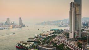 Porslin för schackningsperiod för tid för panorama 4k för tak för solnedgångaftonHong Kong victoria hamn arkivfilmer