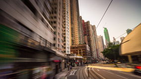 Porslin för schackningsperiod för tid för sikt 4k för gata för trafik för ritt för spårvagn för ljus för Hong Kong solnedgångsol stock video