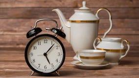 porslinet besegrar ny tid för porslinjordgubbetea Royaltyfri Fotografi