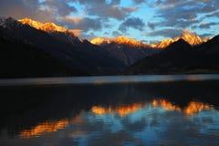 porslinliggandenatur tibet Royaltyfria Foton