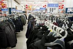 porslinomslagssupermarket walmart Arkivbild
