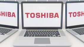 Portáteis com logotipo de Toshiba Corporation na tela Rendição conceptual do editorial 3D da informática  ilustração do vetor