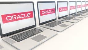 Portáteis modernos com logotipo de Oracle Corporation Rendição conceptual do editorial 3D da informática  ilustração do vetor