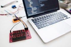Portátil com exposição de matriz conduzida conectada Foto de Stock