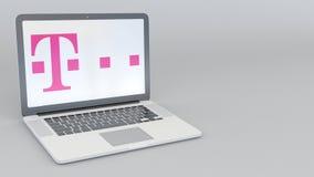Portátil com logotipo de T-Mobile Rendição conceptual do editorial 3D da informática  ilustração stock