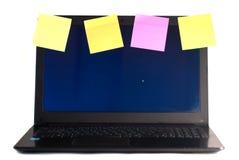 Portátil com os lembretes, isolados no fundo branco, Fotos de Stock