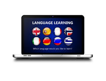 Portátil com a página do aprendizado de línguas sobre o branco Imagens de Stock Royalty Free