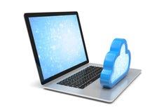 Portátil com símbolo de computação da nuvem no teclado Imagens de Stock Royalty Free