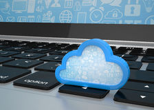 Portátil com símbolo de computação da nuvem no teclado Foto de Stock Royalty Free