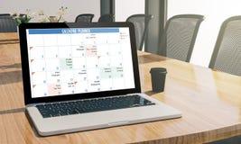 portátil da tela do planejador do calendário no modelo da sala de conferências ilustração stock