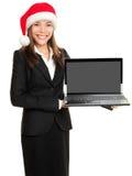 Portátil do computador da terra arrendada da mulher de negócio do Natal Imagens de Stock Royalty Free