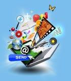 Portátil do computador do Internet com ícones dos media Fotos de Stock