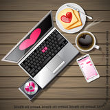 Portátil e telefone celular com café e pão cortado Foto de Stock Royalty Free