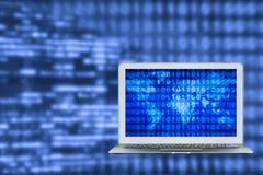 Portátil esperto com fundo grande dos dados na tela para o Internet da tecnologia das coisas foto de stock