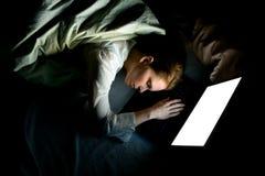 Portátil na cama Imagem de Stock