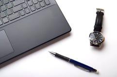 Portátil, relógio e lápis Fotografia de Stock Royalty Free