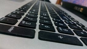 Portátil sofisticado marcado do teclado em minha casa imagens de stock royalty free